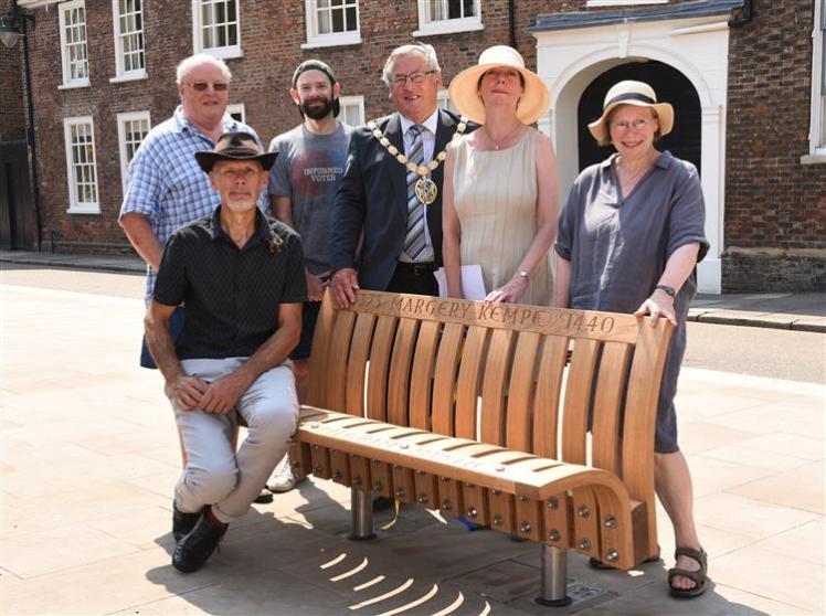 Lynn bench unveiling
